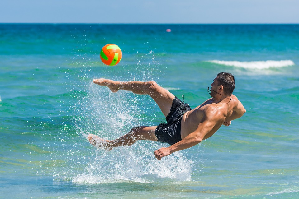 Top 5 games that you can play during a beach vacation